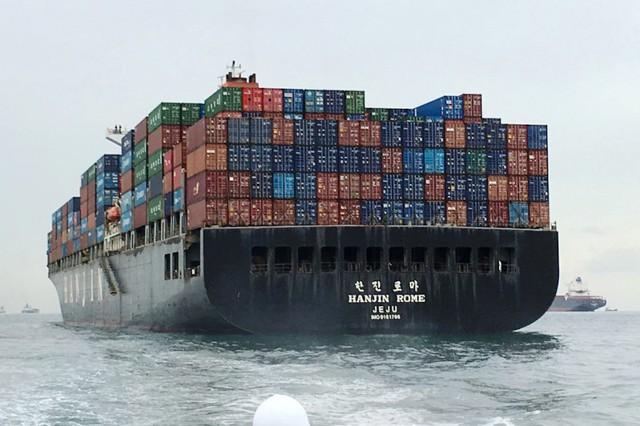 Tình cảnh thiếu nhu yếu phẩm của thủy thủ đoàn Hanjin - Ảnh 1.