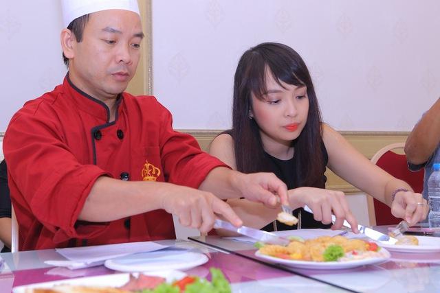Vua đầu bếp Minh Nhật choáng trước tài nấu nướng của thí sinh nhí - Ảnh 2.