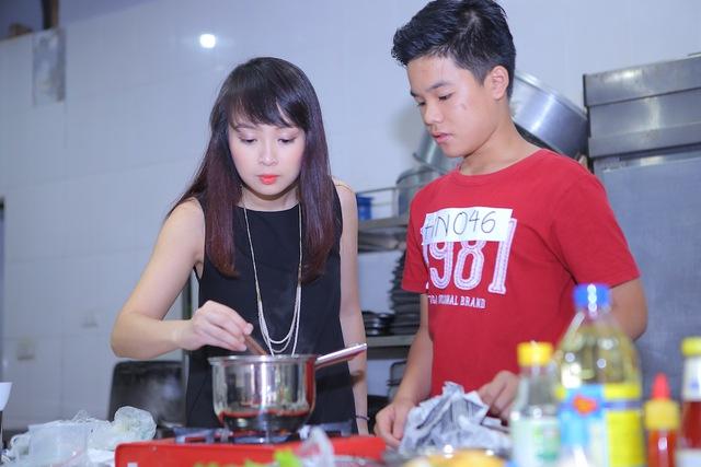 Vua đầu bếp Minh Nhật choáng trước tài nấu nướng của thí sinh nhí - Ảnh 6.