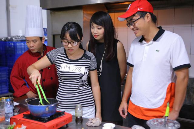 Vua đầu bếp Minh Nhật choáng trước tài nấu nướng của thí sinh nhí - Ảnh 8.