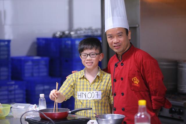 Vua đầu bếp Minh Nhật choáng trước tài nấu nướng của thí sinh nhí - Ảnh 12.