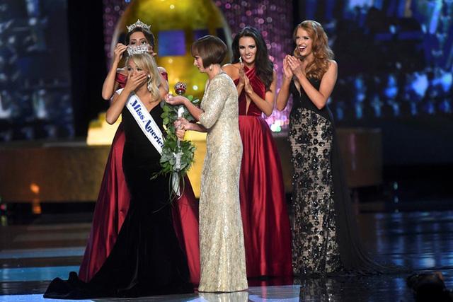Cận cảnh nhan sắc cô gái 21 tuổi đăng quang Hoa hậu Mỹ - Ảnh 3.