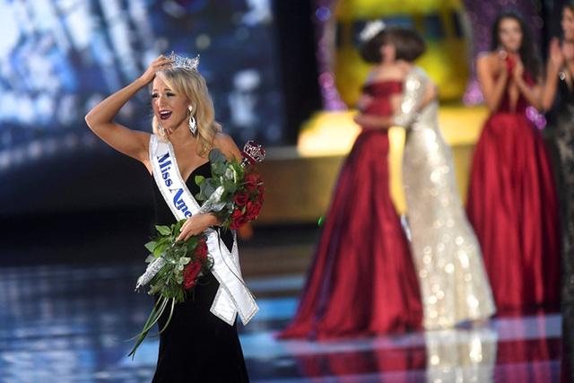 Cận cảnh nhan sắc cô gái 21 tuổi đăng quang Hoa hậu Mỹ - Ảnh 2.