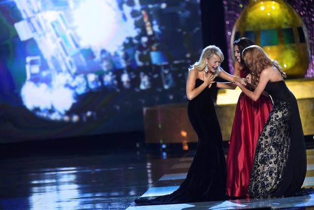 Cận cảnh nhan sắc cô gái 21 tuổi đăng quang Hoa hậu Mỹ - Ảnh 1.