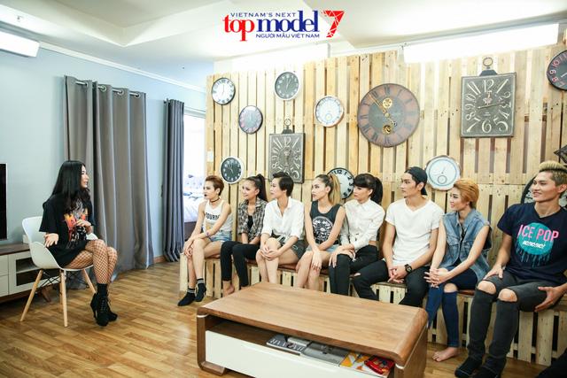 Hoàng Thùy kể khổ với top 11 Vietnams Next Top Model 2016 - Ảnh 2.