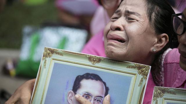Ngành du lịch Thái Lan đối mặt với nhiều áp lực trong thời kì quốc tang - Ảnh 1.