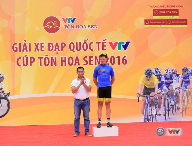 Ảnh: Khoảnh khắc ấn tượng chặng 7 Giải xe đạp quốc tế VTV - Cúp Tôn Hoa Sen 2016 - Ảnh 5.