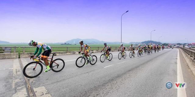 Ảnh: Khoảnh khắc ấn tượng chặng 7 Giải xe đạp quốc tế VTV - Cúp Tôn Hoa Sen 2016 - Ảnh 8.
