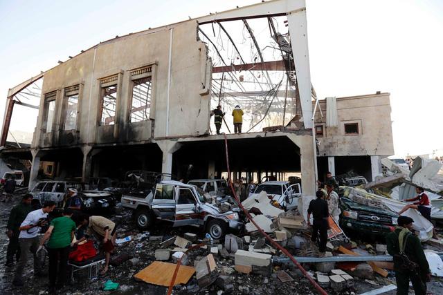 Không kích liên hoàn đám tang tại Yemen, hàng trăm người thương vong - Ảnh 1.
