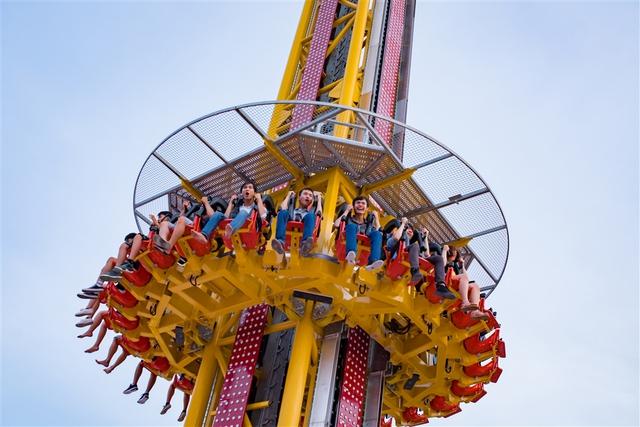 Trải nghiệm tháp rơi tự do cao nhất Việt Nam tại Đà Nẵng - Ảnh 2.