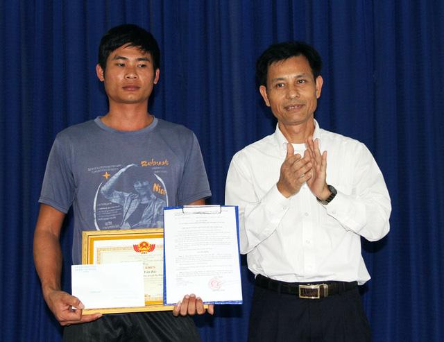 Tài xế xe tải cứu xe khách nhận Bằng khen của Chủ tịch UBND tỉnh Lâm Đồng - Ảnh 2.