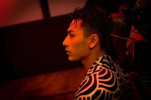 Isaac hóa chàng trai nổi loạn trong MV Get down - Ảnh 2.