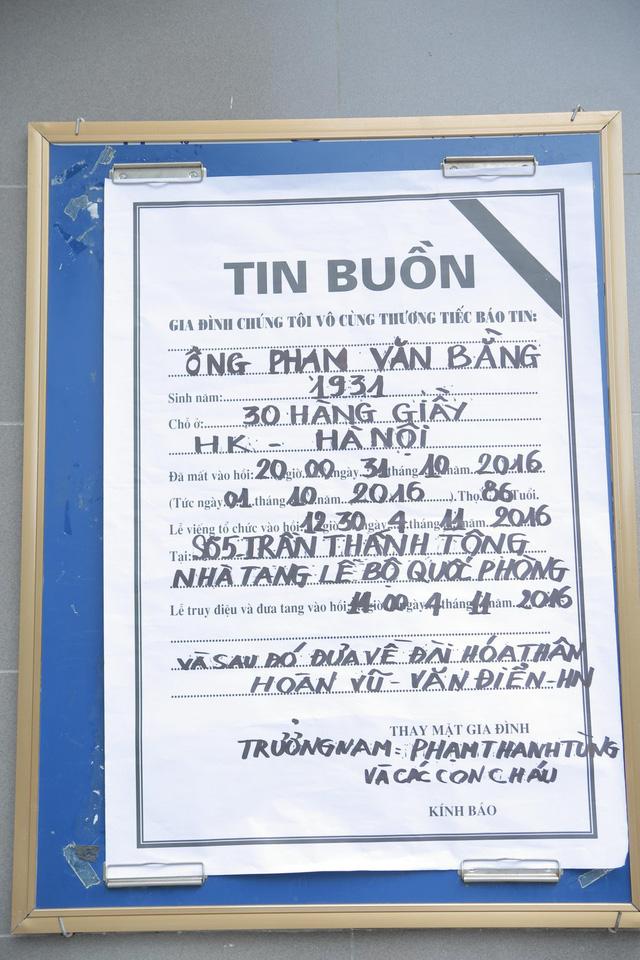 Rơi nước mắt với hình ảnh trong đám tang Phạm Bằng - Ảnh 1.