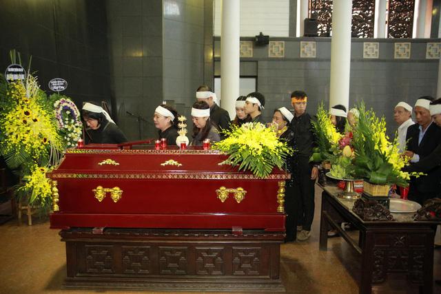 Rơi nước mắt với hình ảnh trong đám tang Phạm Bằng - Ảnh 3.