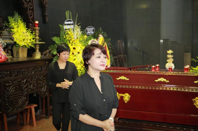 Rơi nước mắt với hình ảnh trong đám tang Phạm Bằng - Ảnh 5.