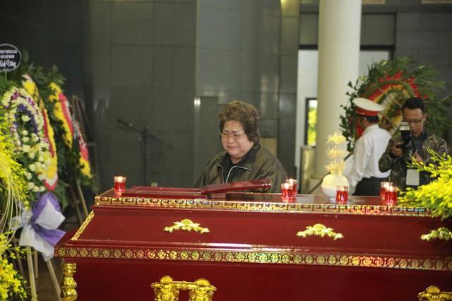 Rơi nước mắt với hình ảnh trong đám tang Phạm Bằng - Ảnh 6.