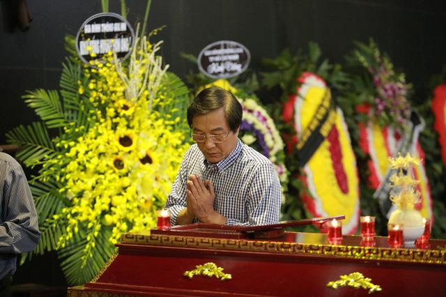 Rơi nước mắt với hình ảnh trong đám tang Phạm Bằng - Ảnh 14.
