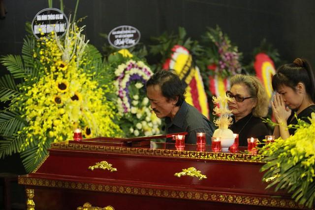 Rơi nước mắt với hình ảnh trong đám tang Phạm Bằng - Ảnh 9.
