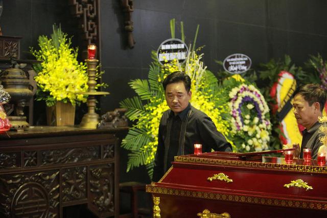 Rơi nước mắt với hình ảnh trong đám tang Phạm Bằng - Ảnh 7.