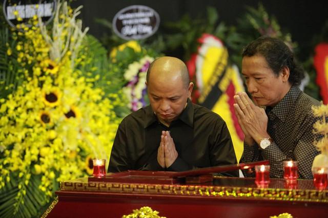 Rơi nước mắt với hình ảnh trong đám tang Phạm Bằng - Ảnh 11.