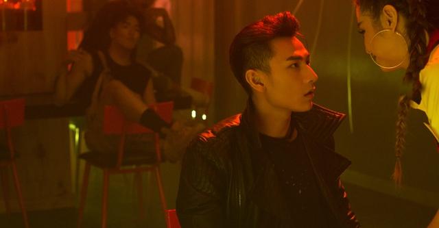 Isaac hóa chàng trai nổi loạn trong MV Get down - Ảnh 3.