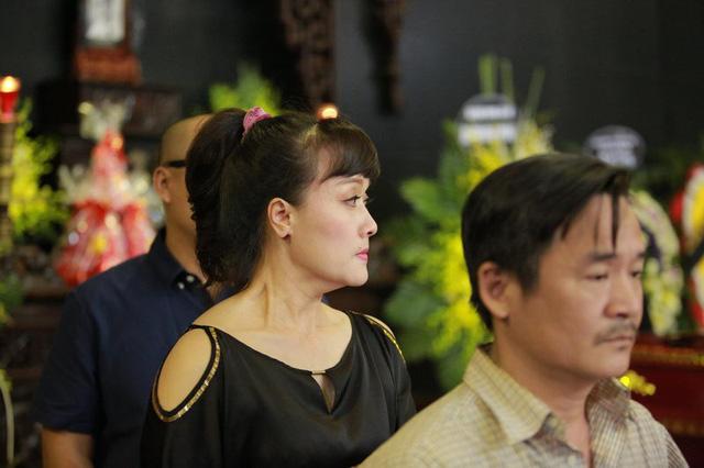 Rơi nước mắt với hình ảnh trong đám tang Phạm Bằng - Ảnh 10.