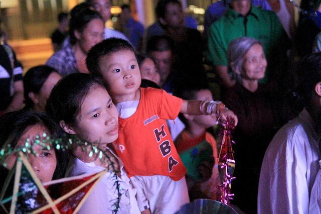 Đoàn Thanh niên VTV mang Trung thu tới các em nhỏ tại nhiều bệnh viện ở Hà Nội - Ảnh 7.