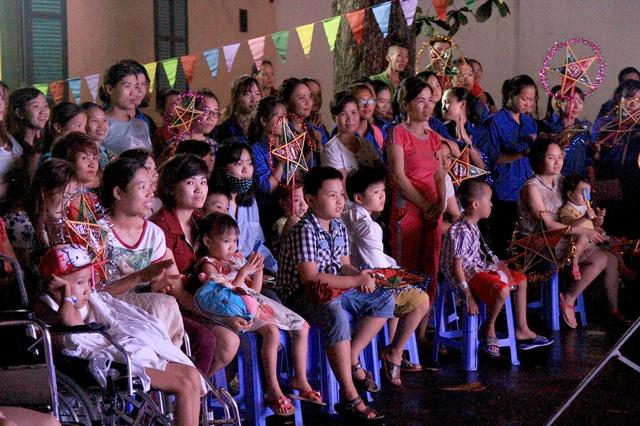 Đoàn Thanh niên VTV mang Trung thu tới các em nhỏ tại nhiều bệnh viện ở Hà Nội - Ảnh 6.
