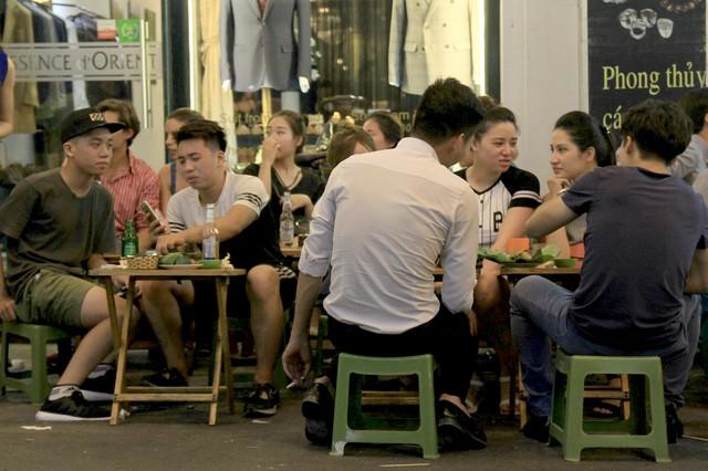Người Việt trẻ không biết chừng mực khi uống bia rượu - Ảnh 1.