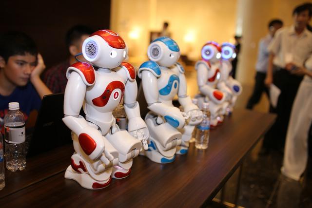 SoftBank tiên phong đưa robot NAO vào giảng dạy tiếng Anh tại Việt Nam - Ảnh 3.