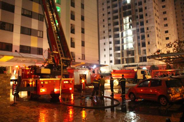 Cháy chung cư ở Linh Đàm: Có thể do sơ xuất khi thắp hương - Ảnh 1.
