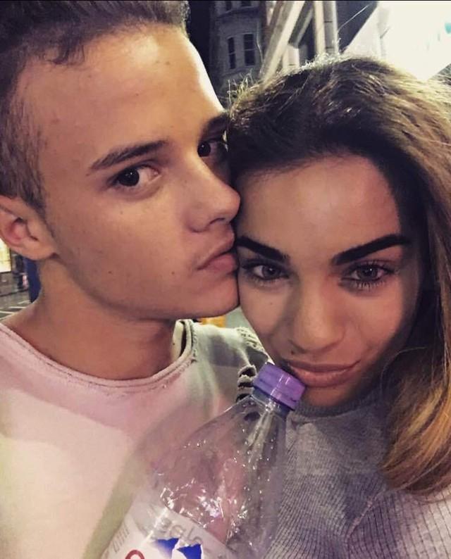 The X-Factor Anh lại lùm xùm vì tin đồn thí sinh hẹn hò nhau - Ảnh 1.