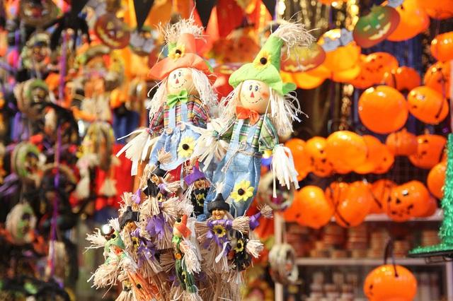 Bí ngô Halloween, mặt nạ ma quỷ lên ngôi trên phố Hàng Mã - Ảnh 11.