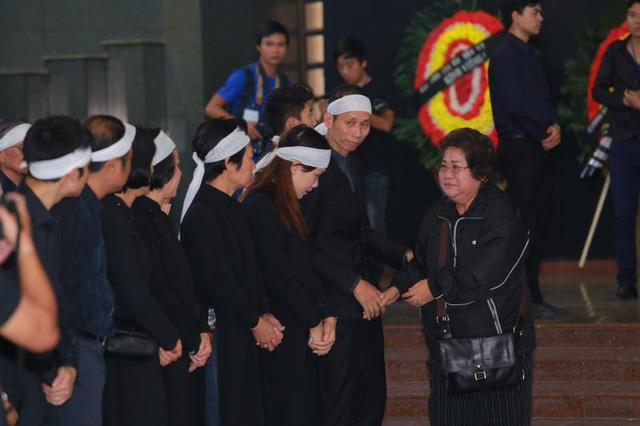 Rơi nước mắt với hình ảnh trong đám tang Phạm Bằng - Ảnh 17.