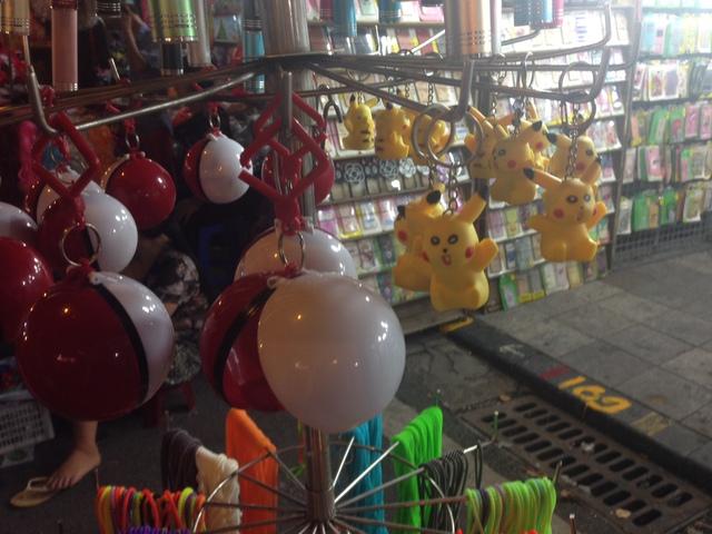 Ăn theo cơn sốt Pokemon, Pikachu ngập phố Trung thu - Ảnh 4.