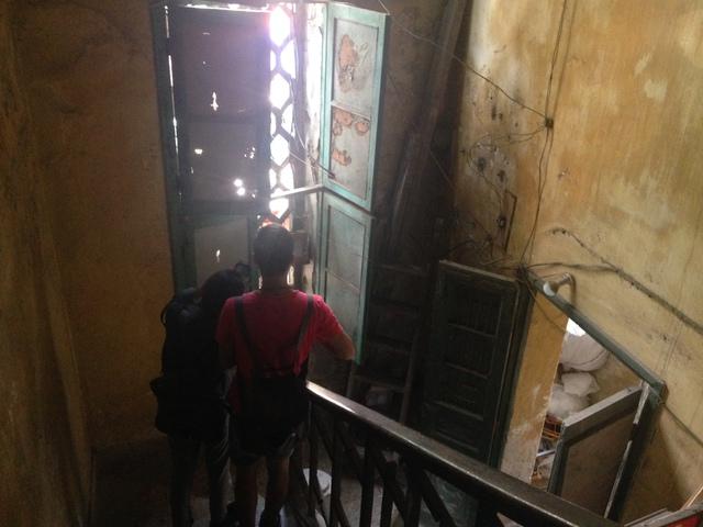 Cư dân biệt thự cổ 65 Nguyễn Thái Học nơm nớp lo sợ sau đám cháy - Ảnh 3.