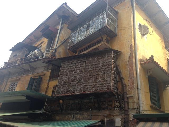 Cư dân biệt thự cổ 65 Nguyễn Thái Học nơm nớp lo sợ sau đám cháy - Ảnh 4.