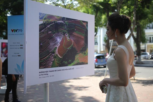 Việt Nam hiện lên đầy cuốn hút qua triển lãm ảnh Nụ cười Việt Nam - Ảnh 13.