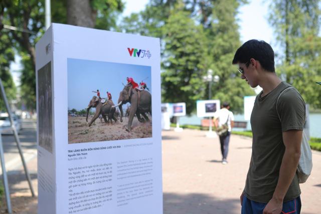 Việt Nam hiện lên đầy cuốn hút qua triển lãm ảnh Nụ cười Việt Nam - Ảnh 8.