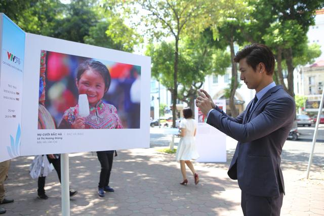 Việt Nam hiện lên đầy cuốn hút qua triển lãm ảnh Nụ cười Việt Nam - Ảnh 14.