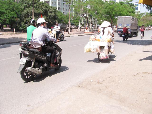 Hà Nội và những gánh hàng rong trên phố - Ảnh 14.