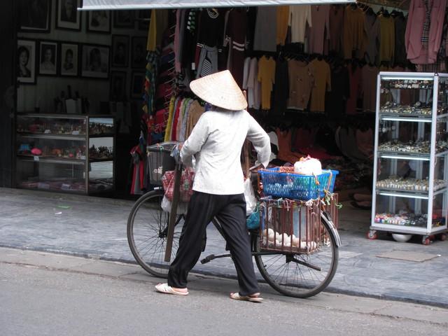 Hà Nội và những gánh hàng rong trên phố - Ảnh 17.