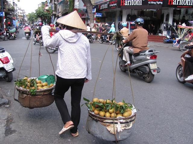 Hà Nội và những gánh hàng rong trên phố - Ảnh 18.
