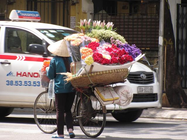 Hà Nội và những gánh hàng rong trên phố - Ảnh 5.