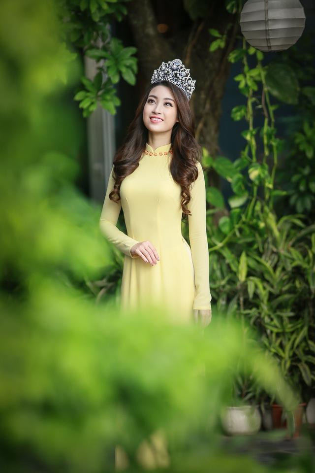 Hoa hậu Mỹ Linh đẹp e ấp trong sắc vàng - Ảnh 5.