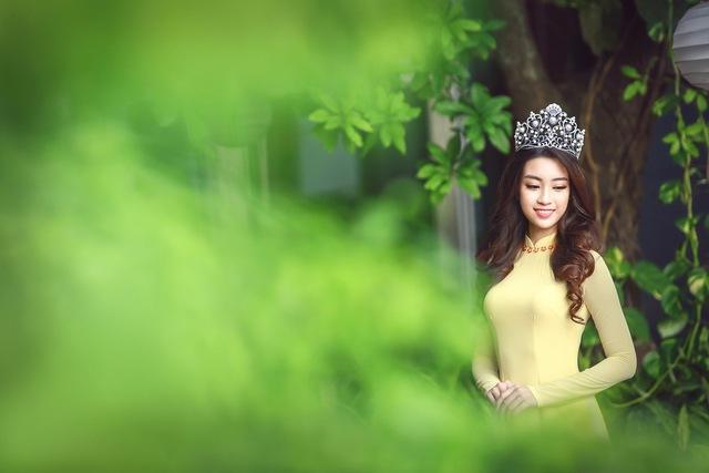 Hoa hậu Mỹ Linh đẹp e ấp trong sắc vàng - Ảnh 6.