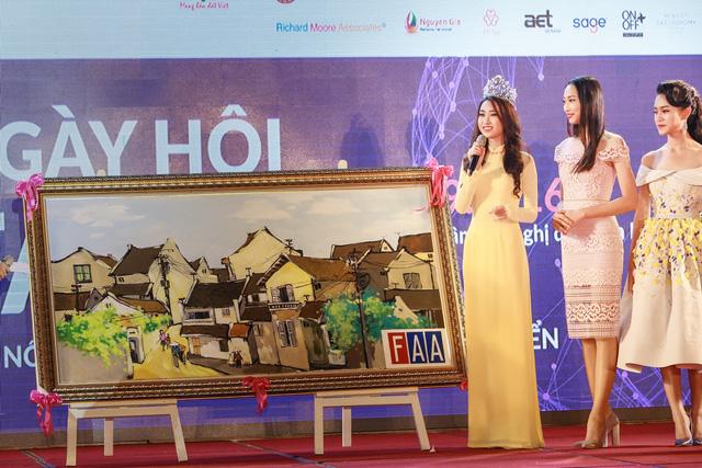 Hoa hậu Mỹ Linh đẹp e ấp trong sắc vàng - Ảnh 10.