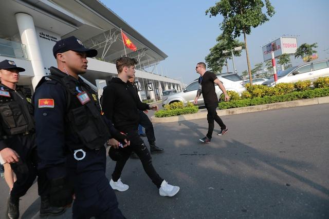 Bật mí những hình ảnh đầu tiên của Martin Garrix tại Việt Nam - Ảnh 2.