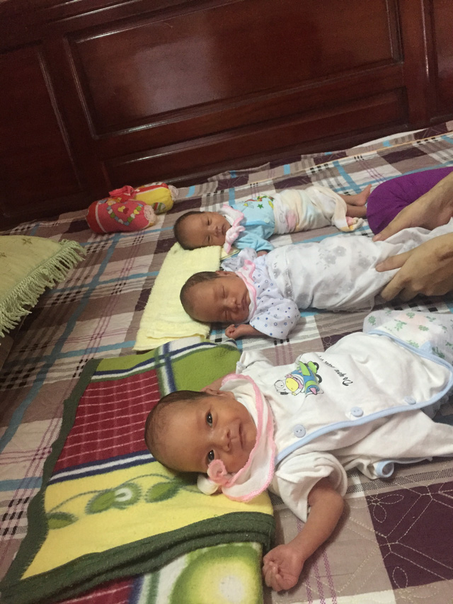 Vẻ đáng yêu của 3 bé trai chào đời còn nguyên trong bọc ối - Ảnh 3.