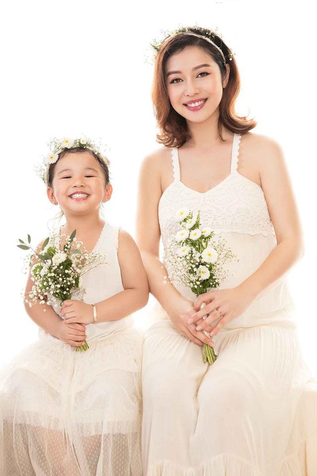 Mẹ con Jennifer Phạm cực đáng yêu trong bộ ảnh mới - Ảnh 3.